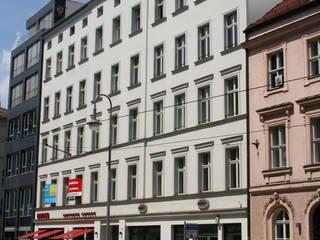 Umbau und Dachgeschossausbau Wohn- und Geschäftshaus Neue Schönhauser Straße, Berlin-Mitte Klassische Häuser von WAF Architekten Klassisch