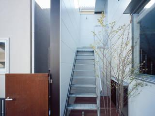 エントランステラス モダンデザインの テラス の 津野建築設計室/troom モダン