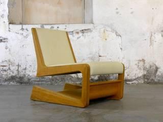 Softroad: minimalistische Wohnzimmer von Kirea