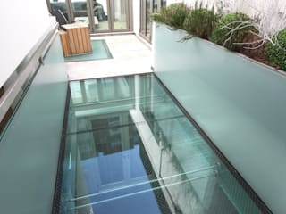 Lowndes Square Minimalist style garden by IQ Glass UK Minimalist