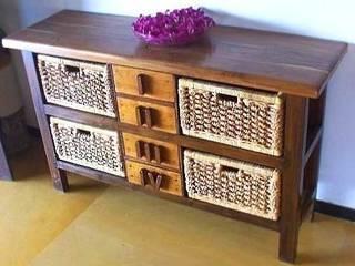 Cupboards and cabinets de Uttara And Adwait Furniture Rústico