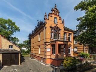 Classic style houses by Wohnwert Innenarchitektur Classic