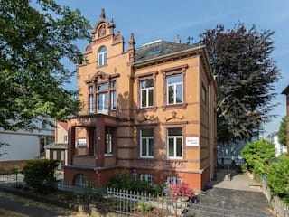 Casas clássicas por Wohnwert Innenarchitektur Clássico