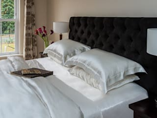 Luxurious Silk Bed Linen: modern  by Le Cocon, Modern