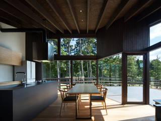 Sala da pranzo in stile  di 設計組織DNA