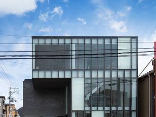 Nowoczesne okna i drzwi od 設計組織DNA Nowoczesny