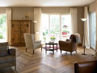 old oak Ruang Keluarga Klasik