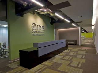 Corporativo IXE/Banco Deuno Modern Study Room and Home Office by usoarquitectura Modern