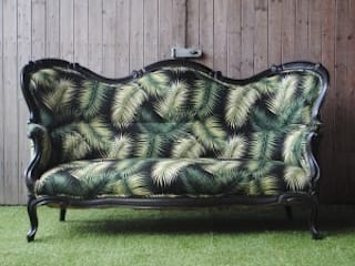 Victorian Sofa in Palm Print: tropical  by Sketch Interiors, Tropical