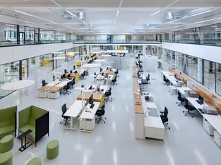 Blick von der Galerie in das Atrium:  Bürogebäude von ZENON CONCEPT GmbH