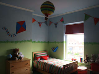 Playground style kids bedroom od Girl About The House Eklektyczny