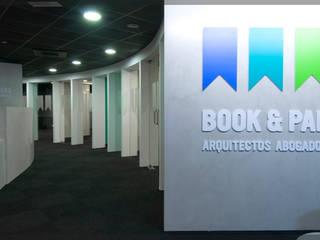 Oficinas Book & Partners.. Oficinas y tiendas de estilo moderno de Estudio TYL Moderno