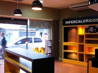 Loja de suplemento alimentar Espaços comerciais modernos por Isabella Estrela Moderno