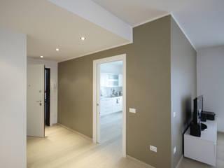 House in Romano: Ingresso & Corridoio in stile  di Diego Gnoato Architect