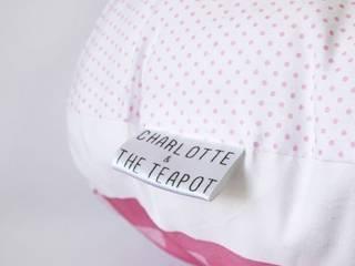 COUSSIN FAIT-MAIN - LE HIBOUX DORMEUR:  de style  par Charlotte and the teapot