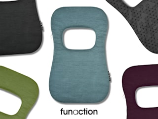 funaction f.Cushion: Kataoka Design Studioが手掛けた現代のです。,モダン