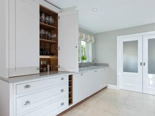 Cornforth White Shaker Kitchen Cocinas clásicas de homify Clásico