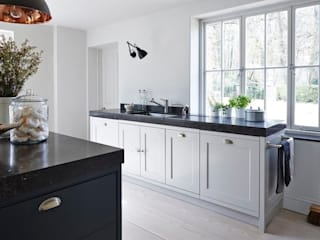 Heritage Modern kitchen by Mowlem&Co Modern
