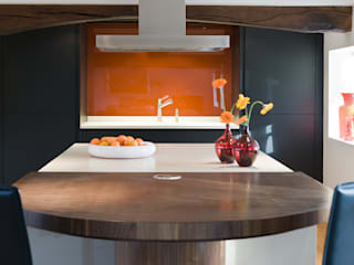 Enduring Modern kitchen by Mowlem&Co Modern