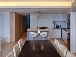 MJ's RESIDENCE:  Dining room by arctitudesign