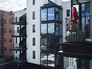 46 viviendas en madrid: Terrazas de estilo  de Miguel herraiz, Mauro Bravo, Marina del Mármol y Daniel Bergman