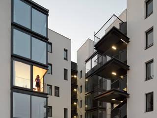 terraza y patio: Terrazas de estilo  de Miguel herraiz, Mauro Bravo, Marina del Mármol y Daniel Bergman