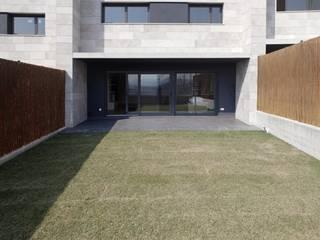 4 VIVIENDAS ADOSADAS EN BELOSO ALTO (Navarra) de TALLER VERTICAL Arquitectura + Interiorismo Moderno