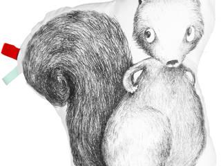 Coussin coton blanc Lulu l'écureuil par IKYOME Éclectique