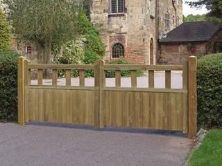 Fortress Wooden Driveway Gates de Garden Gates Direct Clásico
