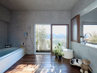 Takeshi Shikauchi Architect Office/鹿内健建築事務所 Eclectic style bathrooms