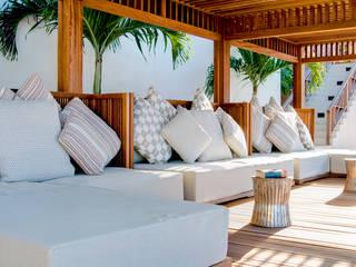 Balcones y terrazas de estilo tropical de ANG42 Tropical