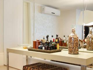 Projeto de decoração  de Apartamento : Salas de jantar  por Leila Dionizios Arquitetura e Luminotécnica