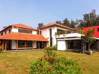 G Farm House:  Houses by Kumar Moorthy & Associates