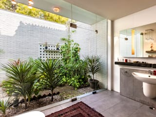 G Farm House Eclectic style bathroom by Kumar Moorthy & Associates Eclectic
