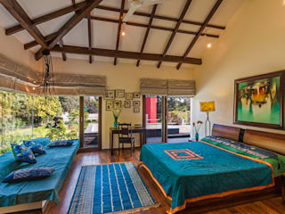 G Farm House:  Bedroom by Kumar Moorthy & Associates