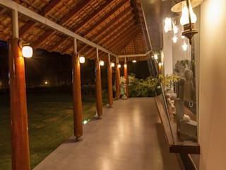 G Farm House:  Terrace by Kumar Moorthy & Associates