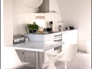 Appartement sous les toits Paris 16: Cuisine de style  par Agence KP