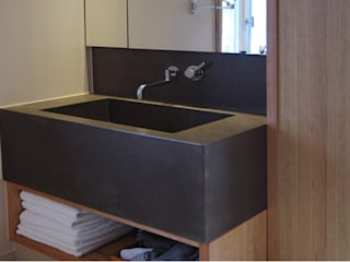 Betonwaschbecken Globulo: modern  von material raum form,Modern