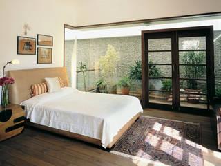 B House Casas modernas: Ideas, diseños y decoración de Kumar Moorthy & Associates Moderno