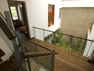 B House Casas modernas por Kumar Moorthy & Associates Moderno