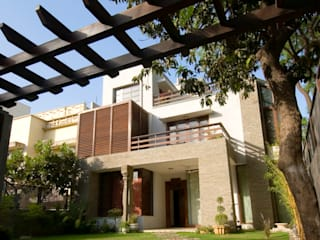 B Residence :  Houses by Kumar Moorthy & Associates