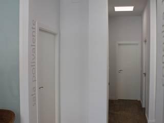 Clínica de fisioterapia en Alaquàs Clínicas de estilo minimalista de miguel cosín Minimalista