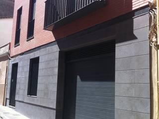 Vivienda entre medianeras en centro histórico Casas de estilo clásico de miguel cosín Clásico