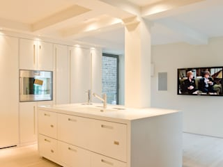 Church conversion London Residential AV Solutions Ltd モダンデザインの リビング