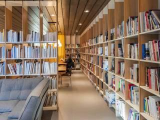 Bibliothèque Gérard Pélisson - Institut Paul Bocuse Ecoles minimalistes par Studio Rémi BOUHANICHE Minimaliste