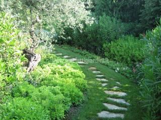 Atmosfere d'Abruzzo: Giardino in stile  di Merletti Garden Design