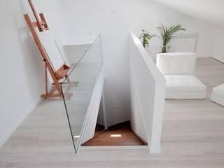 Ático para pintor Estudios y despachos de estilo mediterráneo de Ramos Bilbao Architects Mediterráneo