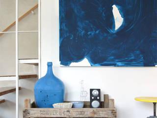 Projekty,  Korytarz, przedpokój zaprojektowane przez Kristina Steinmetz Design
