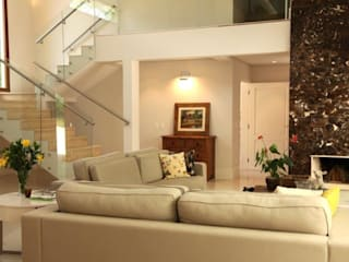 Salones de estilo moderno de Ornella Lenci Arquitetura Moderno