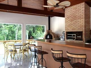 Churrasqueira: Terraços  por Ornella Lenci Arquitetura,Moderno